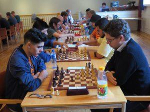 GM Aryan Tari og GM Jon Ludvig Hammer spilte remis, men Jon Ludvig snek seg foran på kvalitet.